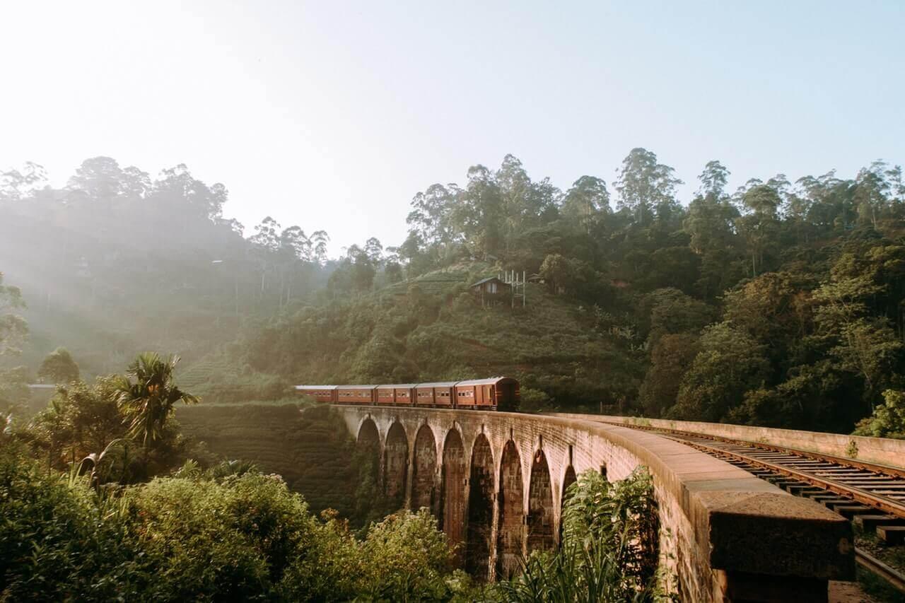 De trein die door Sri Lanka heen reist