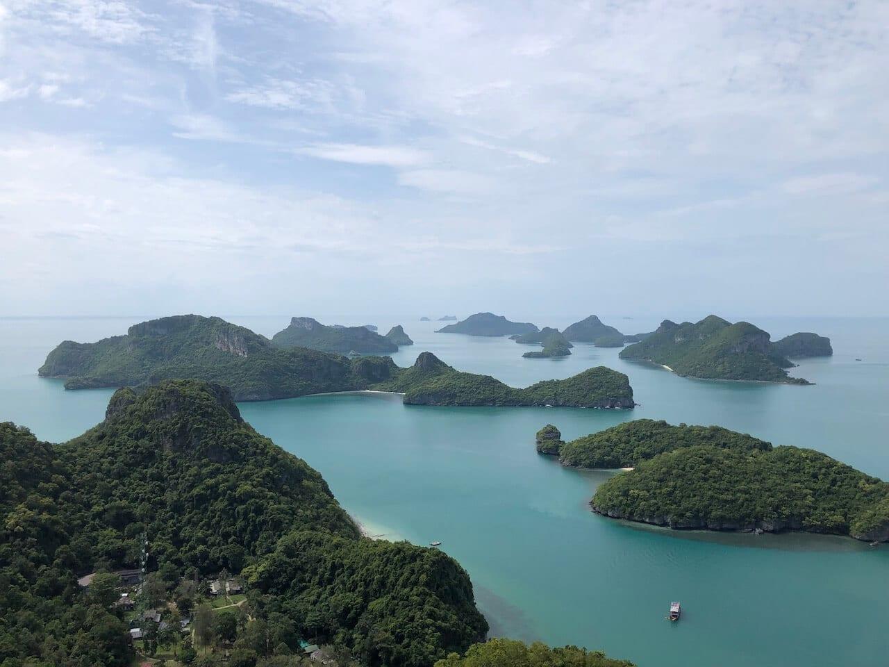 Uitzicht op de eilanden van Ang Thong National Marine park