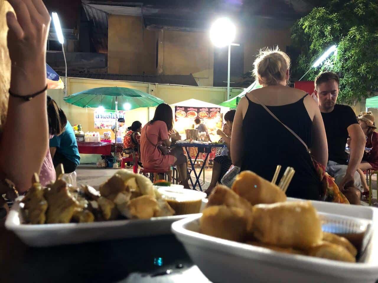 Streetfood eten op de Khoa San Road